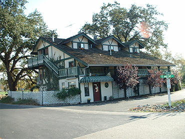 Front of the 10th Green Inn